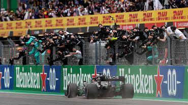 Mercedes z siódmym tytułem mistrzów świata! Hamilton wyrównał rekord Schumachera!