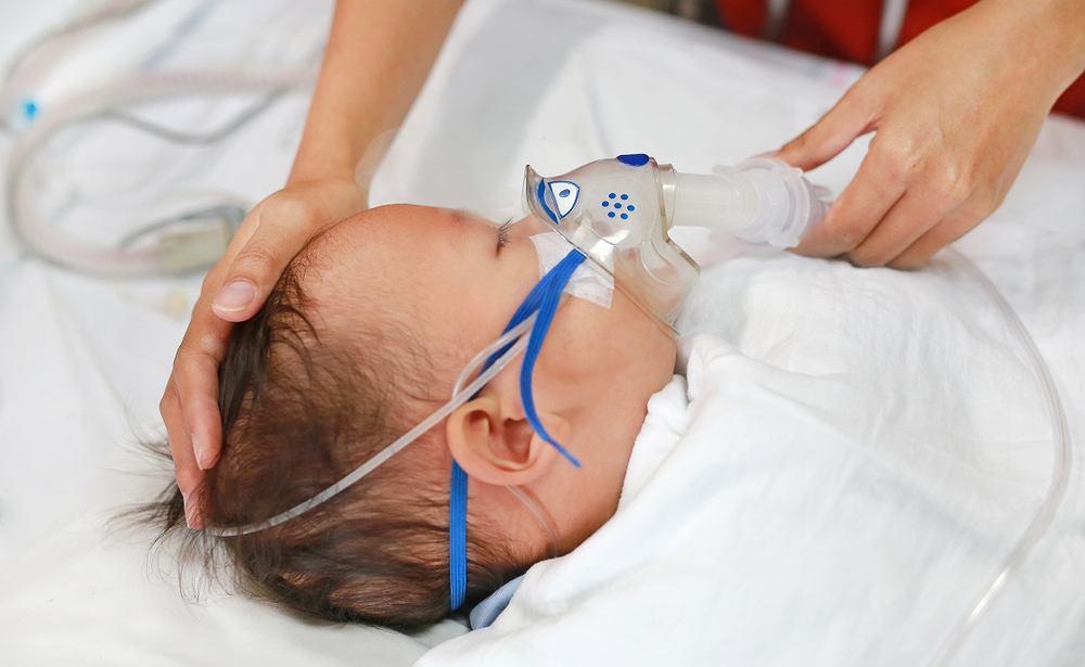 Wirus RSV u niemowląt jest bardzo niebezpieczny. Często konieczna jest hospitalizacja. Zdjęcie ilustracyjne