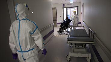 Wojewoda małopolski zaleca szpitalom weryfikację chorych na COVID-19. 'W trybie pilnym'