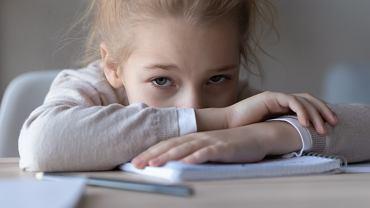 """Dzieci stresują się podobnie, jak dorośli. Przy długotrwałym stresie organizm przechodzi w """"tryb awaryjny"""""""