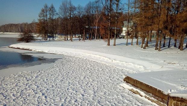 Zdjęcie numer 5 w galerii - Jezioro Goczałkowickie zamarza.