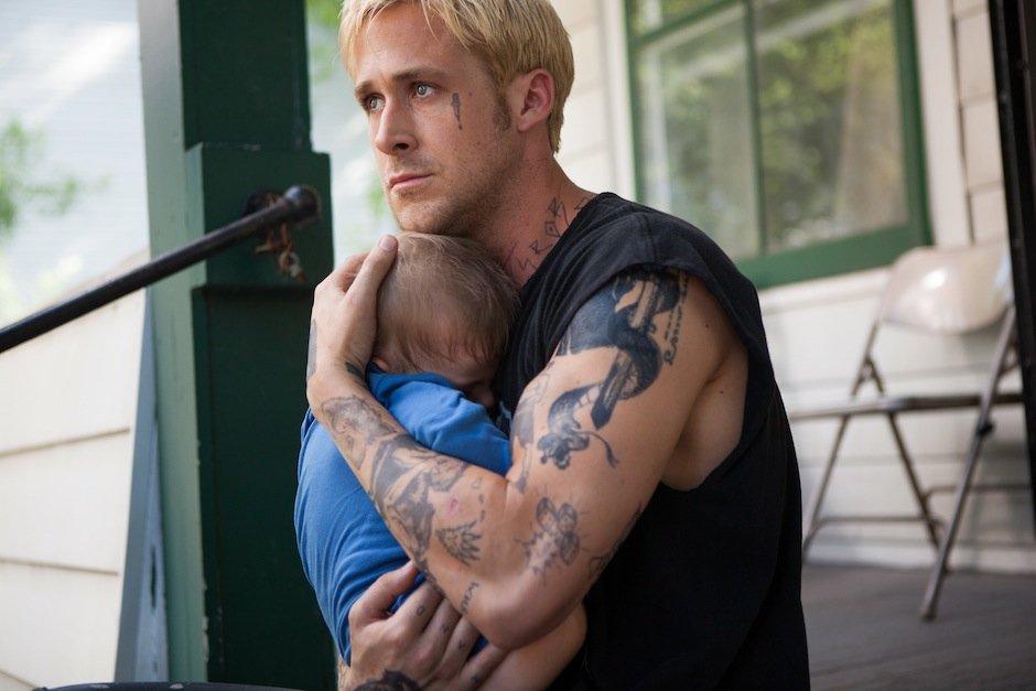 Tata Ryan Gosling w filmie 'Drugie oblicze': ideał?/fot. mat. prasowe