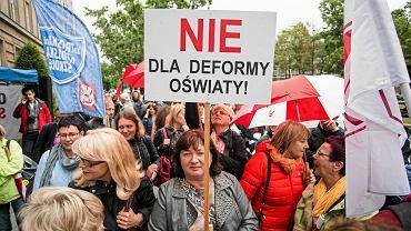 Reforma edukacji. Protest nauczycieli przed MEN