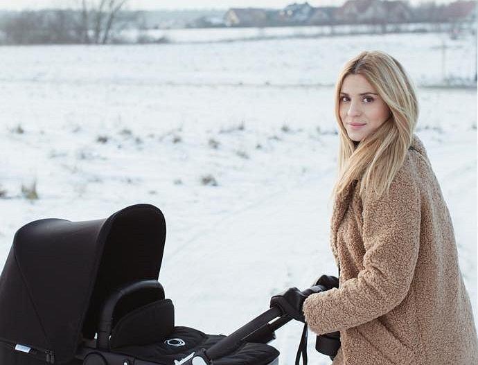 Kasia Tusk pozuje z wózkiem