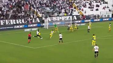 Wojciech Szczęsny ze straconym golem w meczu Spezia - Juventus