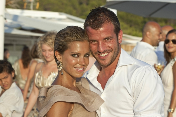 Bildnummer: 06206741  Datum: 15.07.2010  Copyright: imago/VI Images  Sylvie van der Vaart (L), Rafael van der Vaart (NED / Real Madrid CF) - 2010/2011 xVIxLeoxVogelzangxIVx PUBLICATIONxINxGERxSUIxAUTxHUNxPOLxJPNxONLY 139571; Herren Fussball ESP Primera Division 2011 NED privat Familie Frau Ehefrau Hochzeit Shooting Aufmacher vdig xmk 2010 quer Spielerfrau Ibiza o0 Partnerin, Frau, Ehefrau    Image number 06206741 date 15 07 2010 Copyright imago VI Images Sylvie van the Vaart l Rafael van the Vaart NED Real Madrid CF 2010 2011  PUBLICATIONxINxGERxSUIxAUTxHUNxPOLxJPNxONLY  men Football ESP Primera Division 2011 NED Private Family Woman Wife Wedding Shooting Highlight Vdig xmk 2010 horizontal Players woman Ibiza o0 Partner Woman Wife