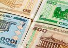 Białorusini wymieniają pieniądze. Kolejki do bankomatów