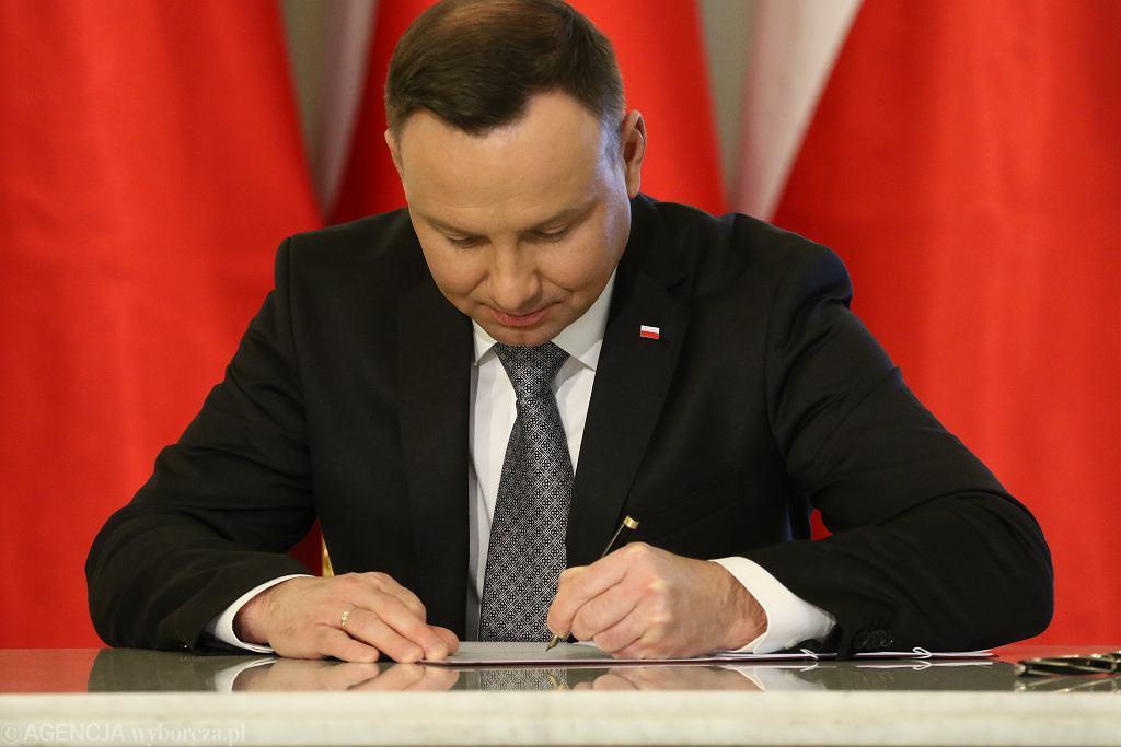 Prezydent podpisał nowelę dotyczącą m.in. tzw. pakietu Slim VAT