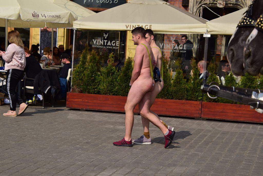 Turyści na Rynku w Krakowie