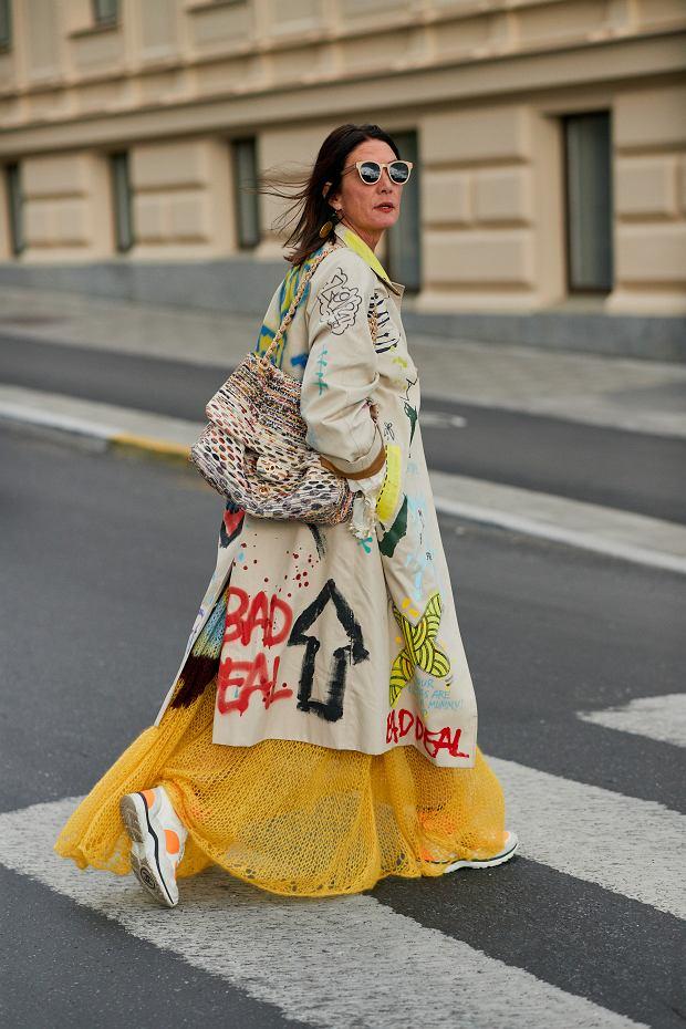 Zwiewna sukienka i płaszcz we wzory