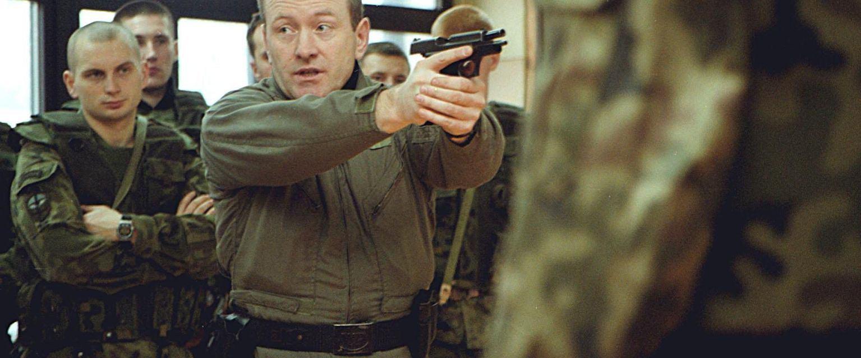Krzysztof Przepiórka podczas szkoleń w 2001 roku (fot. Paweł Sowa / Agencja Gazeta)