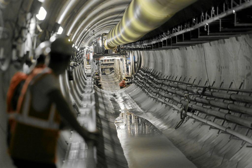 Budowa tunelu II linii metra przy Rondzie Daszyńskiego.
