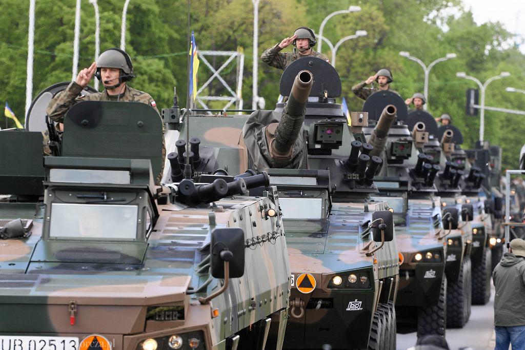 Defilada 'Silni w Sojuszach' z okazji Święta Konstytucji 3 Maja, 20. rocznicy obecności Polski w NATO i 15. rocznicy członkostwa Polski w Unii Europejskiej