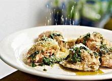 Pierogi z łososiem i sosem bazyliowym - ugotuj