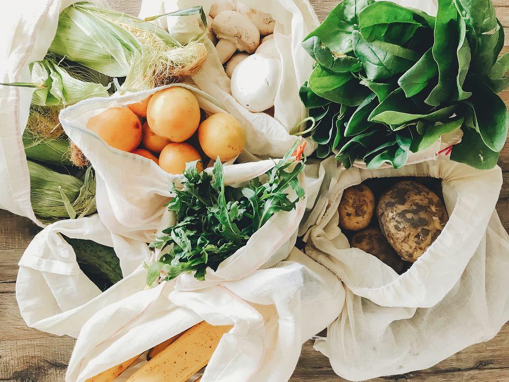 Czy jedzenie, które przynosimy do domu ze sklepów, może być zakażone? Zapytaliśmy eksperta