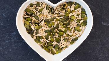 Do najlepszych źródeł kwasów tłuszczowych omega-6 zaliczy można wiele produktów spożywczych, np. pestki dyni i słonecznika,  olej rzepakowy, słonecznikowy, kukurydziany, sezamowy i sojowy