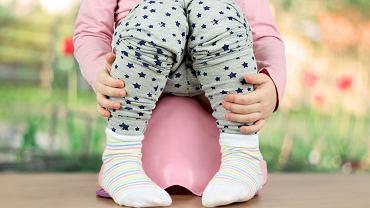 Zakażenia dróg moczowych należą do najczęstszych chorób infekcyjnych wieku dziecięcego, przy czym o ile do 2. roku życia częściej chorują chłopcy, w późniejszym wieku ZUM zwykle dotyka dziewczynek.