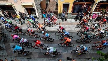 Kolarze na starcie 14. etapu Giro d'Italia w 2019 r.