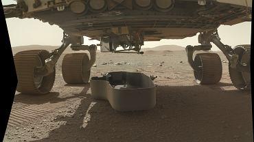 """NASA kończy przygotowania do historycznego lotu na Marsie. Za kilka dni wykona """"odwrócone origami"""""""