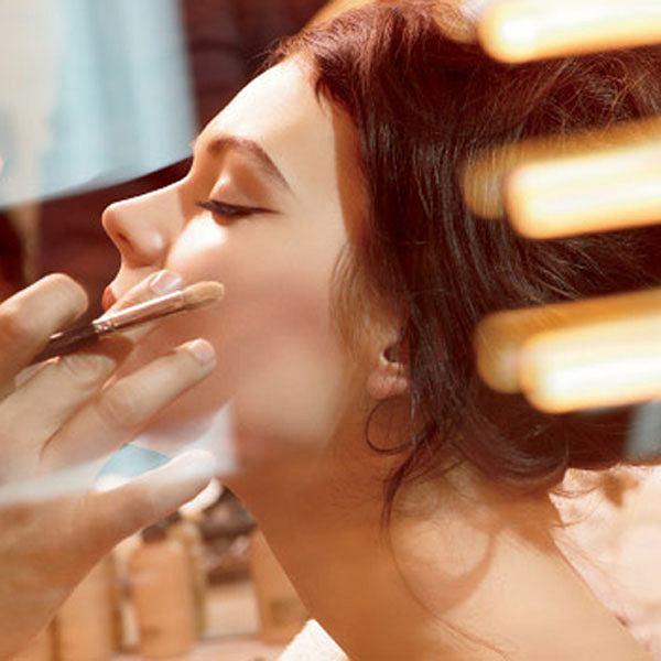 MAC - profesjonalne usługi makijażowe w salonach MAC