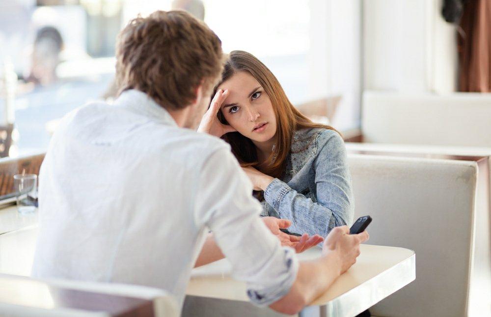 dziewczyna umawia się z facetem dwa lata młodszym