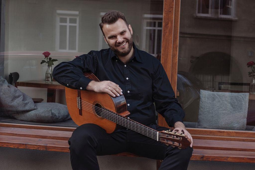 Łukasz Kuropaczewski, dyrektor Akademii Gitary w Poznaniu / .