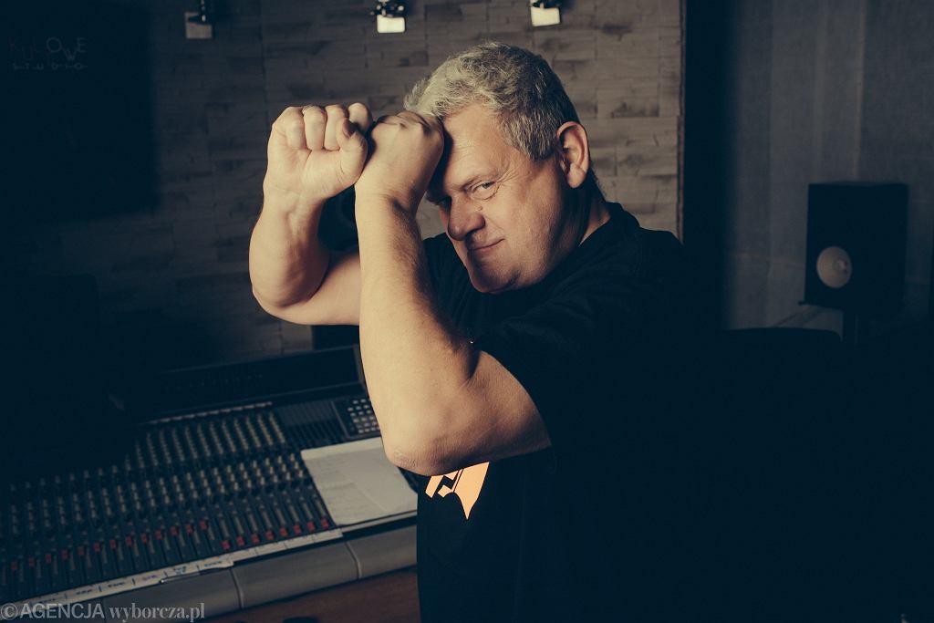 Kazik Staszewski, artysta, który politykom nie przepuści. Jego piosenka 'Twój ból jest lepszy niż mój' wygrała 1998. notowanie Listy Przebojów Programu Trzeciego