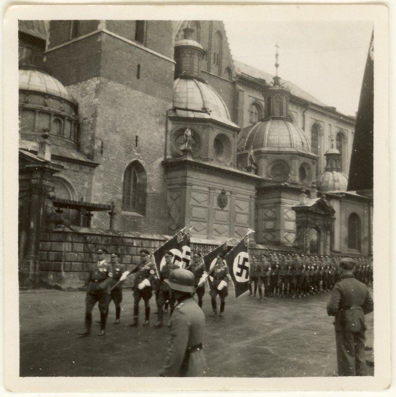 Swastyki na Wawelu