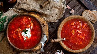 Barszcz ukraiński czerwony można przygotowywać z mięsem lub po jarsku - wielość warzyw sprawia, że nawet w wersji bezmięsnej jest bardzo sycącą potrawą