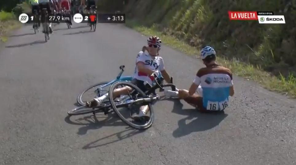 Kraksa Michała Kwiatkowskiego podczas 15. etapu Vuelta a Espana