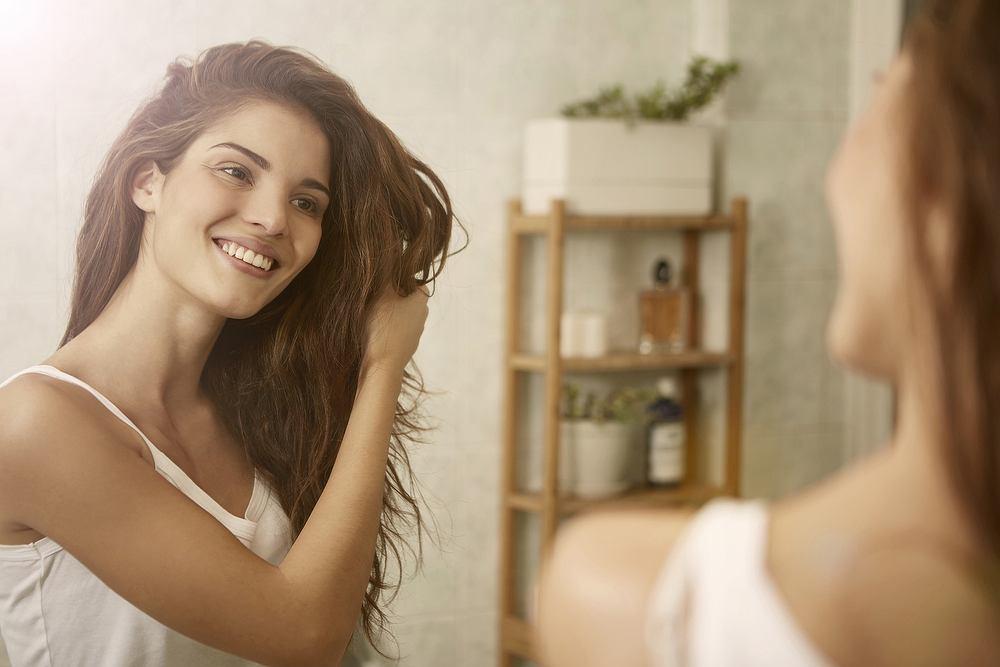 Baby hair. Jak sprawić by zagościły na naszej głowie? Zdjęcie ilustracyjne