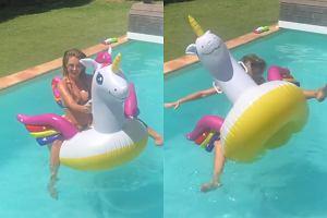 Małgorzata Rozenek spada z dmuchanego flaminga do basenu