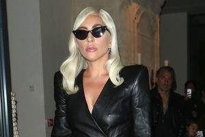 Lady Gaga w skórzanej sukience