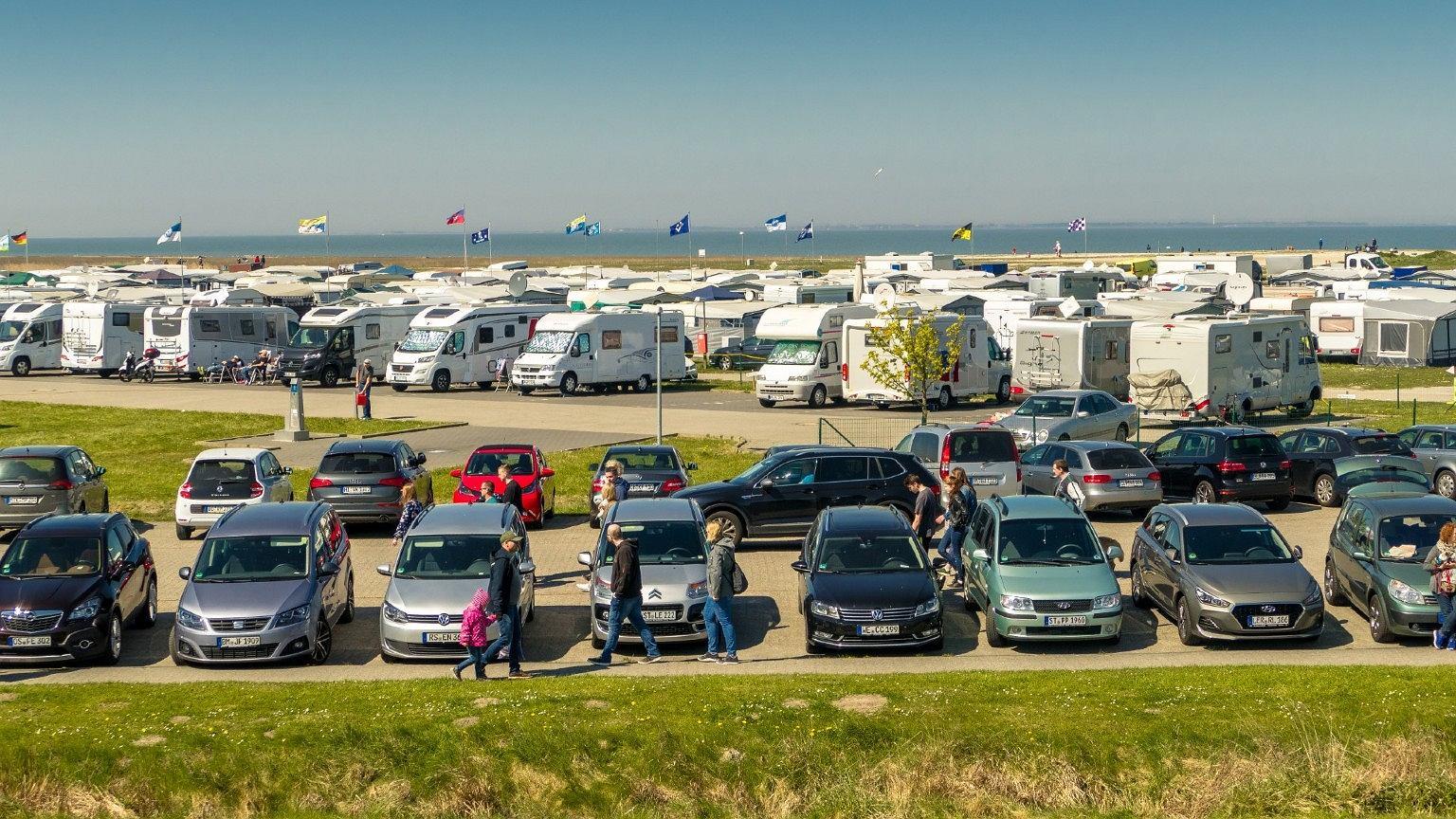 Coraz więcej osób chce podróżować kamperem