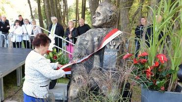 Pomnik Przemysława Gosiewskiego w Dąbkach
