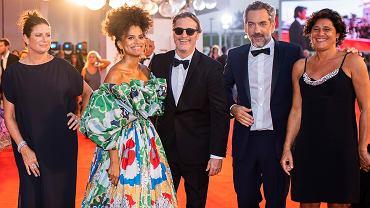 Czerwony dywan - twórcy filmu Joker na festiwalu filmowym w Wenecji