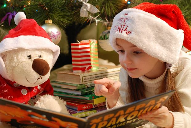 Jaką książkę kupić dziecku na prezent? Propozycje dla młodszych i starszych