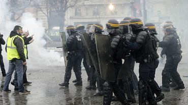 Francja. W Paryżu trwają protesty przeciwko podwyżkom podatków na paliwa