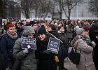 """""""Hipokryci, fanatycy, poczujecie gniew ulicy!"""" """"Czarny piątek"""" na pl. Solidarności. Kobiety nie przebierały w słowach"""