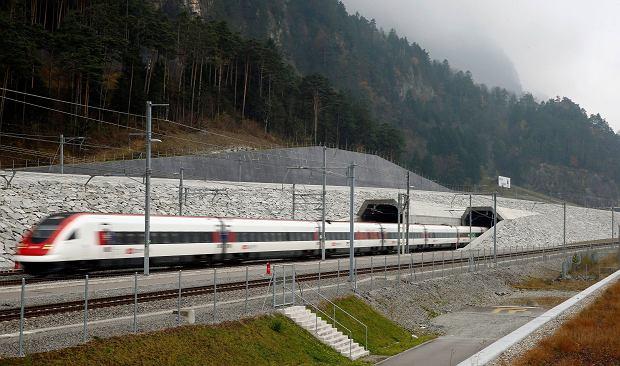 Szwajcarzy przetestowali autonomiczny pociąg. Ruch na torach wzrośnie. Czy technologia to remedium na brak maszynistów w Polsce?