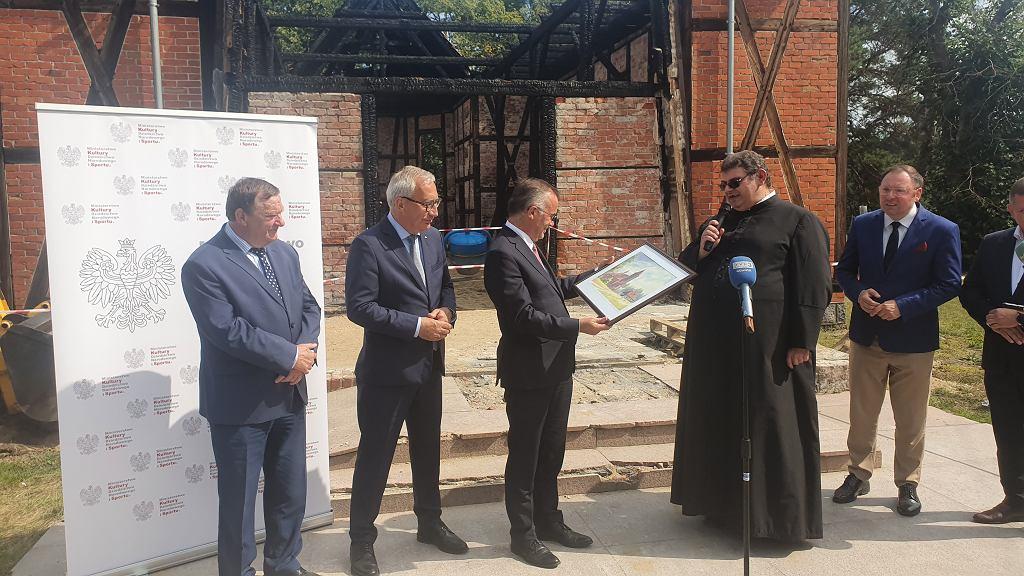 Ministerstwo kultury przekazało 400 tysięcy złotych na odbudowę spalonego kościoła