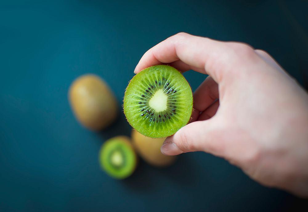Jest sposób, żeby dokładnie określić, czy kiwi jest już idealne do jedzenia.