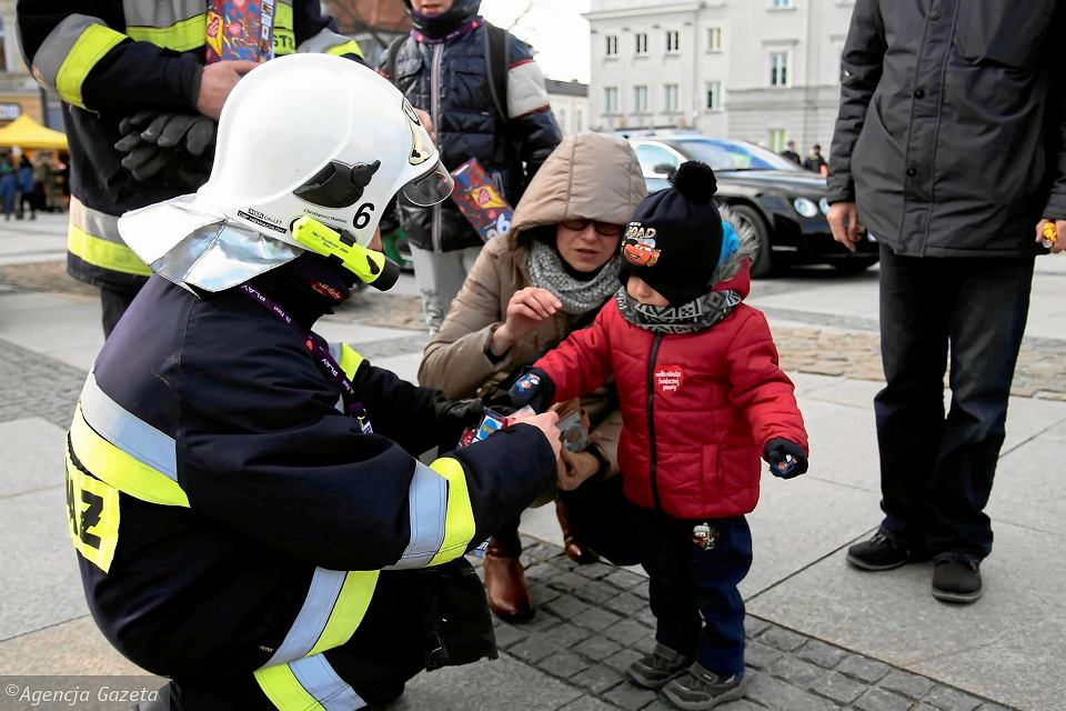 Strażacy w mundurach