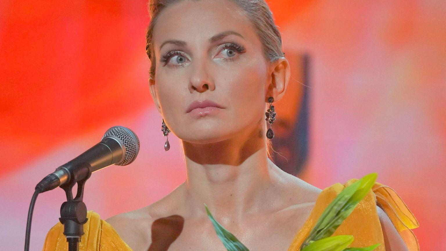 Joanna Moro bez playbacku nie śpiewa już tak dobrze. Internauci krytycznie o jej występie w TVP.