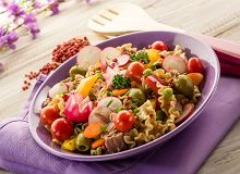 Chrupiąca makaronowa sałatka z tuńczykiem - ugotuj