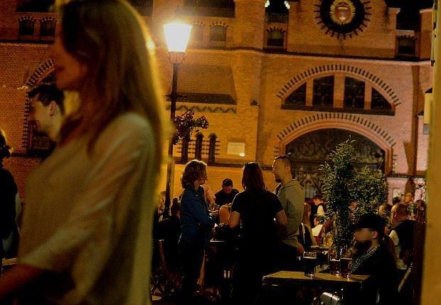 Zdjęcie numer 3 w galerii - Na Lawendowej i Straganiarskiej nocą. Pan Andrzej pilnuje: