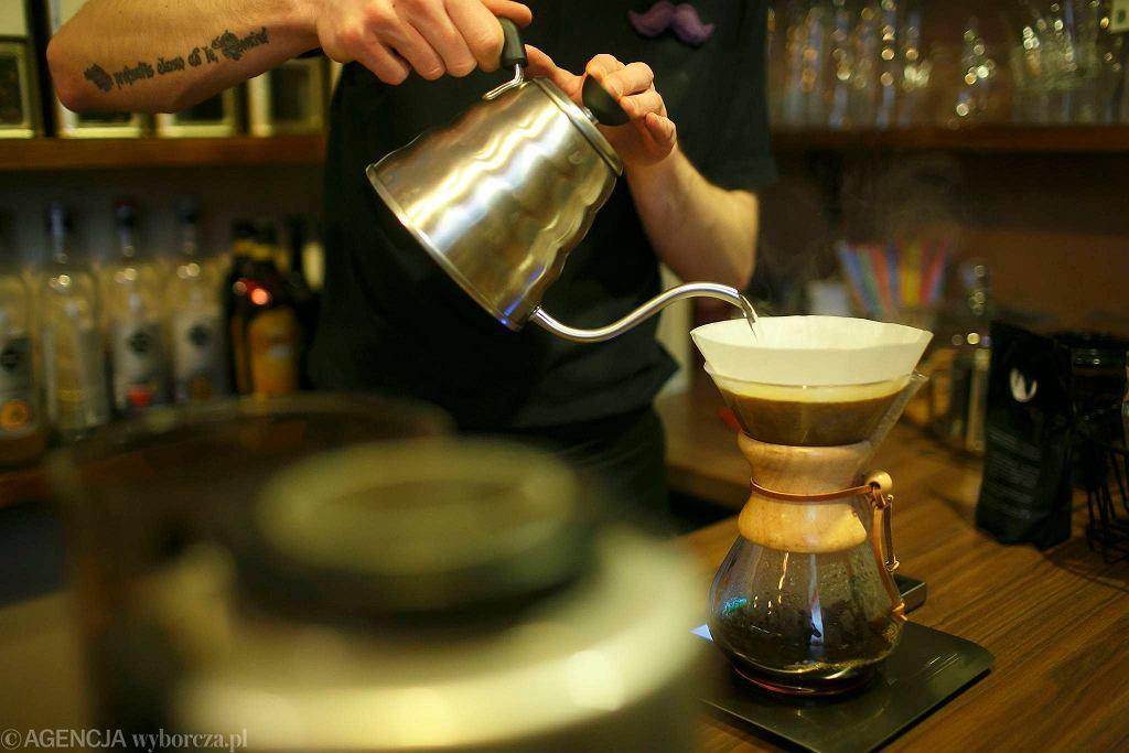 Parzenie kawy w ekspresie Chemex