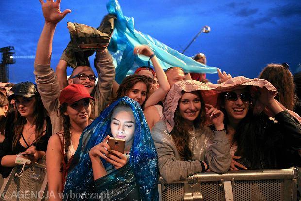 Uczestnicy festiwalu Opener Festival 2016 w trakcie koncertu Pharrella Williamsa, Kosakowo k/ Gdyni, 02.07.2016 r.