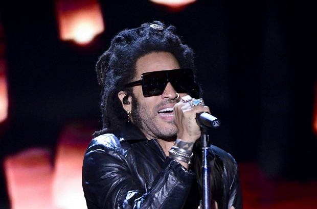 MOUNTAIN VIEW, CALIFORNIA - NOVEMBER 03: Lenny Kravitz performs onstage during the 2020 Breakthrough Prize at NASA Ames Research Center on November 03, 2019 in Mountain View, California.   Steve Jennings/Getty Images for Breakthrough Prize/AFP == FOR NEWSPAPERS, INTERNET, TELCOS & TELEVISION USE ONLY ==