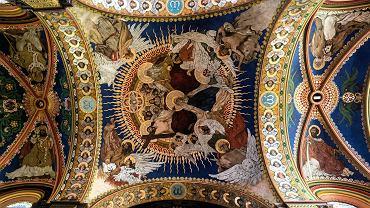 Polichromia autorstwa Włodzimierza Tetmajera i Henryka Uziembło w sosnowieckim kościele pw. Wniebowzięcia NMP